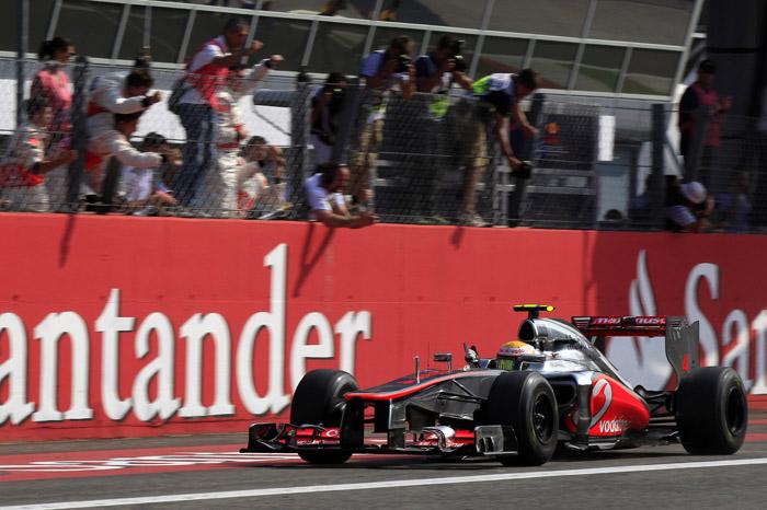 Hamilton wins dramatic Italian GP