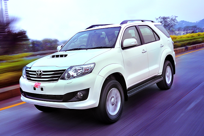 Toyota Fortuner Review 3 0 At 5 Speed Cars First Drive