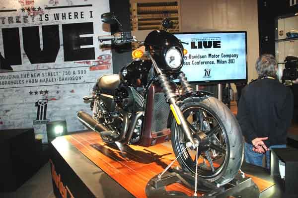 Harley-Davidson Street 500, 750 break cover