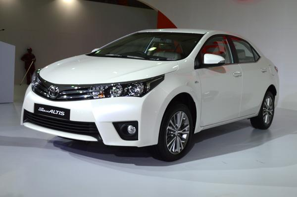 new toyota corolla altis versus rivals price comparison car news executive saloons. Black Bedroom Furniture Sets. Home Design Ideas