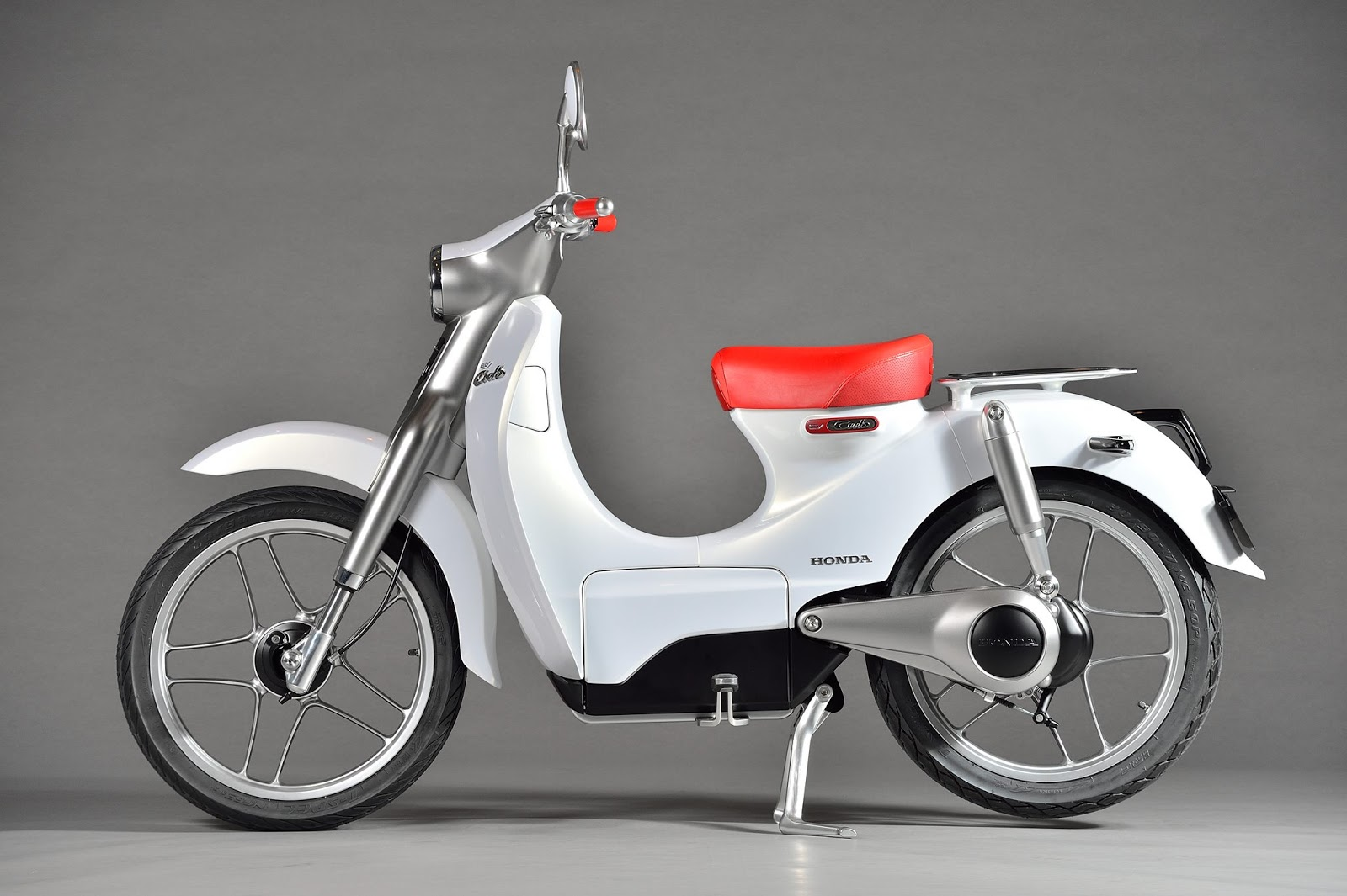 Honda Ev Cub Electric Scooter Displayed At Auto Expo 2016