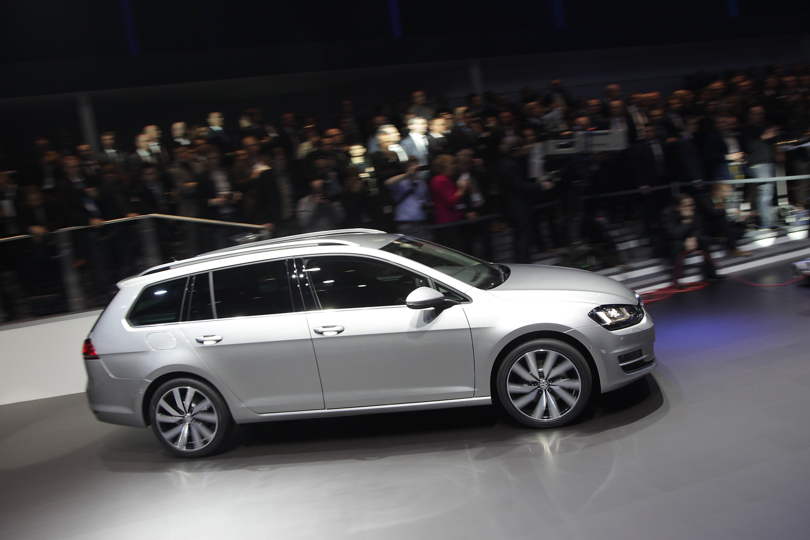 VW Golf estate will be offered in frugal BlueMotion form for the first time.
