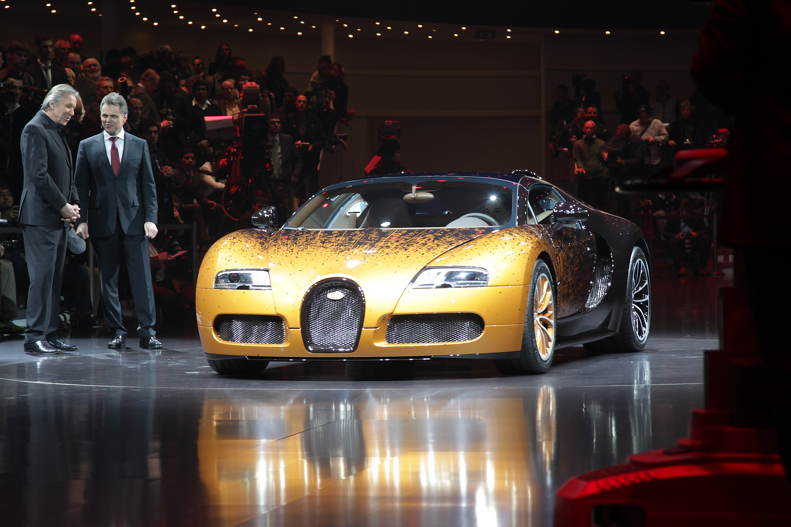 Bugatti revealed another special edition, this one designed by artist Bernar Venet