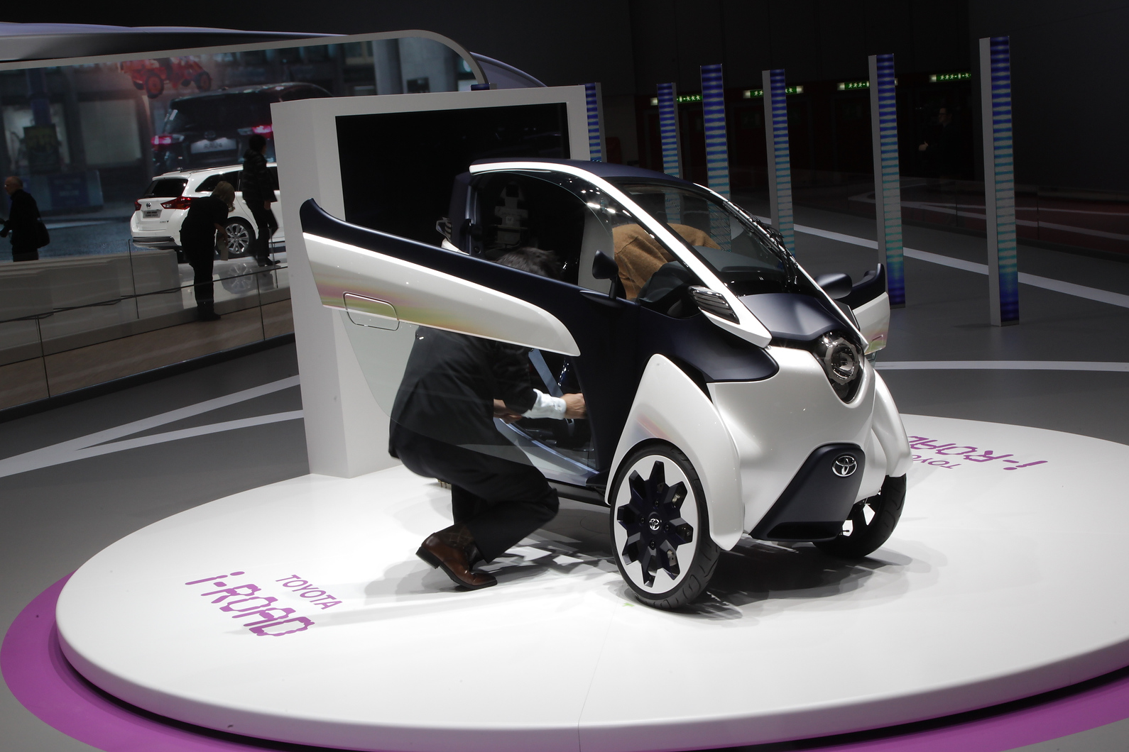 Toyota i-Road aimed at commuters and has a 30-mile range Image 42 of 89