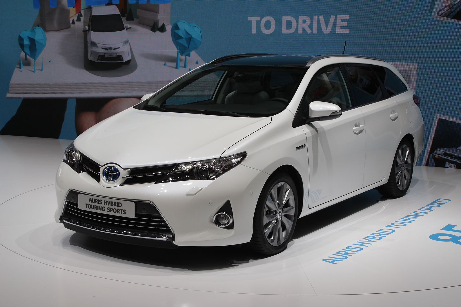 Auris Touring Sports will rival Golf estate, also unveiled at Geneva