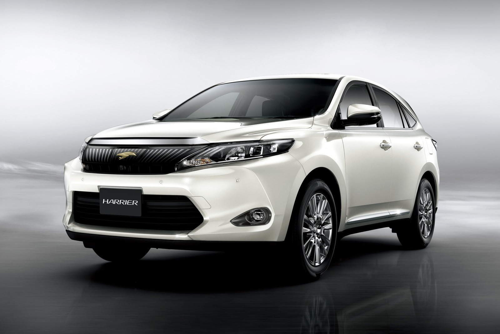 new toyota harrier suv photo gallery car gallery suv crossovers autocar india. Black Bedroom Furniture Sets. Home Design Ideas