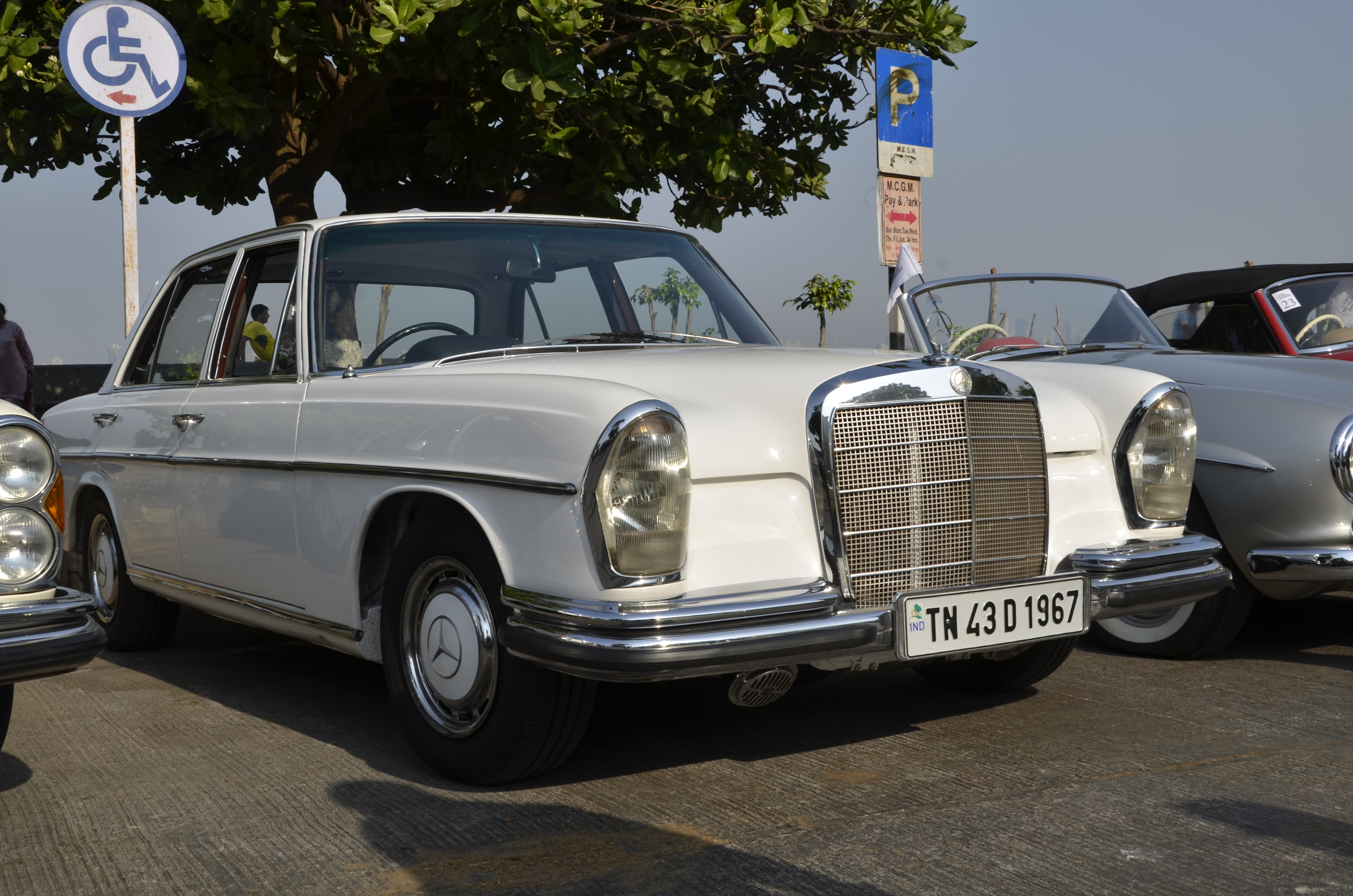 Mercedes benz classic car rally photo gallery car for Mercedes benz luxury car