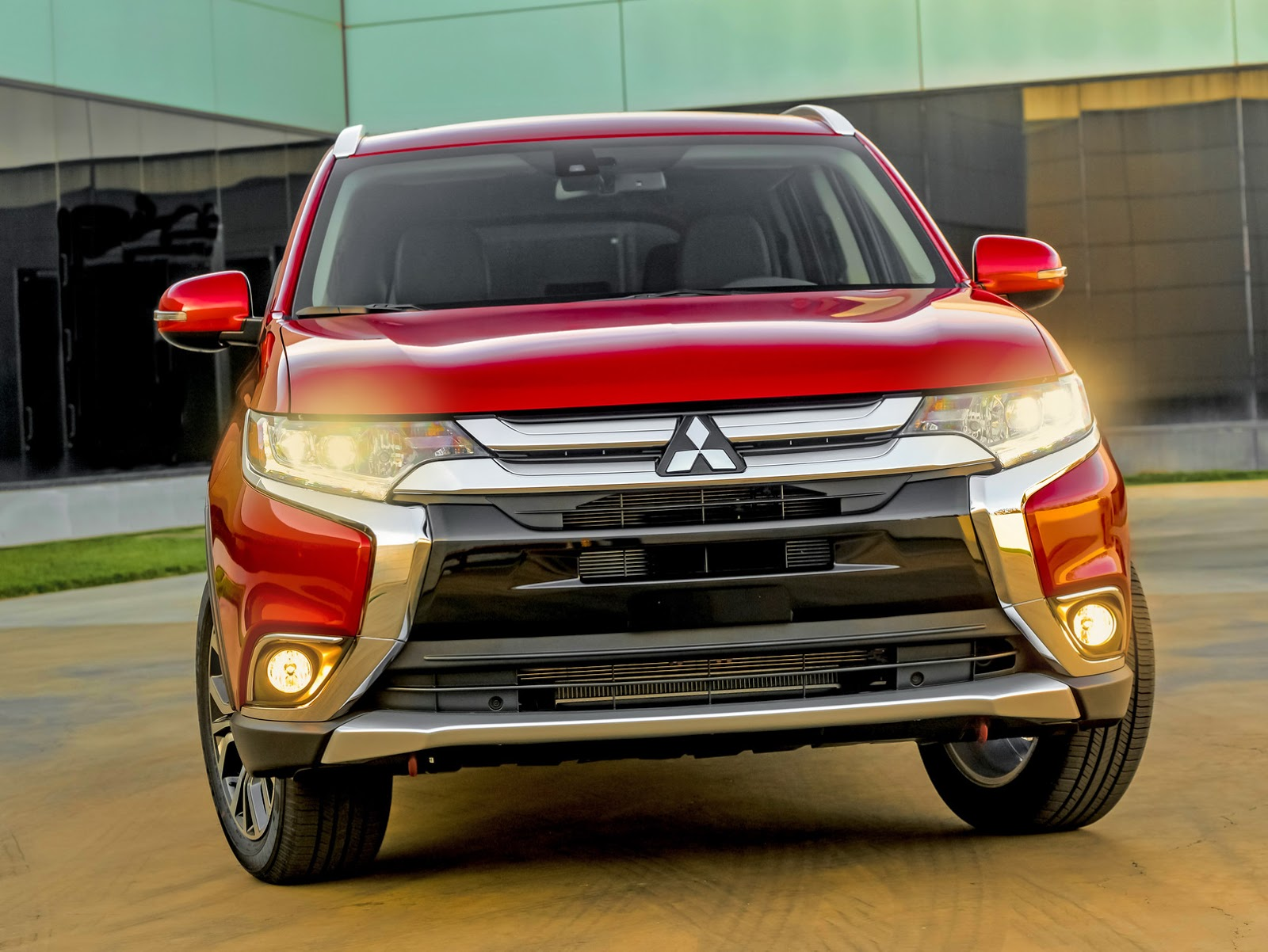Mitsubishi Outlander facelift photo gallery | Car Gallery | SUV/Crossovers | Autocar India