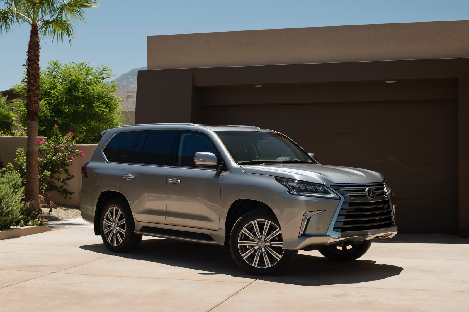 Luxury Suv: 2016 Lexus LX570 SUV Photo Gallery