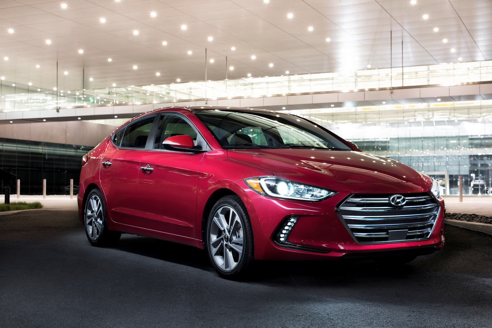 New Hyundai Elantra Photo Gallery Car Gallery