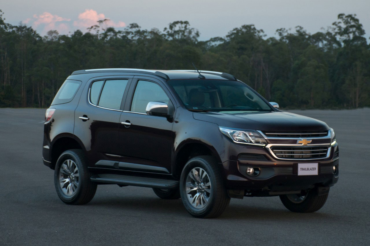 chevrolet trailblazer facelift photo gallery car gallery premium suvs autocar india. Black Bedroom Furniture Sets. Home Design Ideas